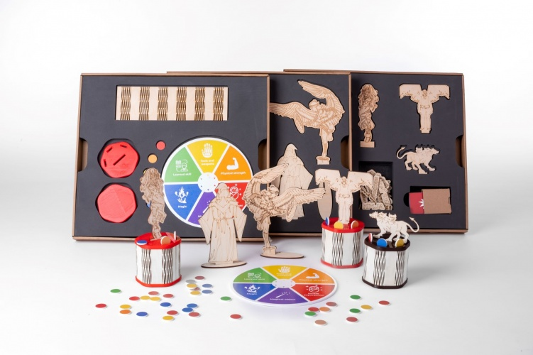 The courses combine cross-curricular learning objectives with features of computer games and board games.