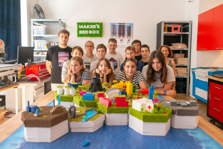 The course lets kids use their imagination and solve real-world problems.